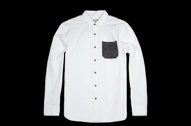 长袖翻领衬衫,混色线纹的贴袋和后背拼接设计是本款的