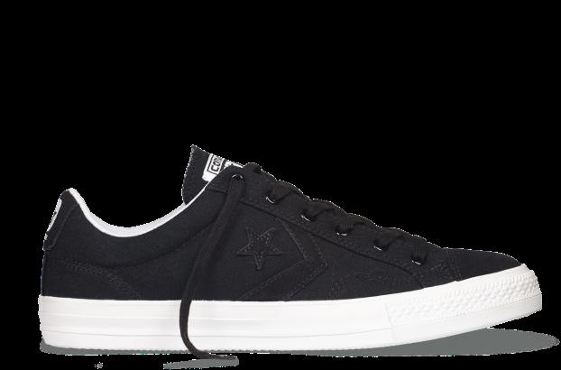 以帆布为主面料,鞋头,cons logo及鞋后跟logo选用反毛皮来呈现,让纯色